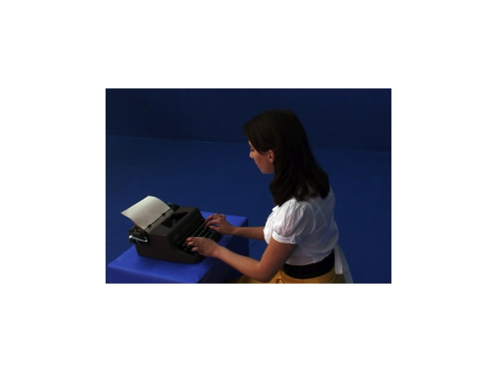 plath-in-blue-at-typewriter